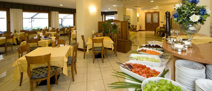 Hotel Astoria, Malcesine, Lake Garda, Italy - Restaurant.jpg
